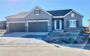 13001 168TH, Overland Park, Kansas 66221, 4 Bedrooms Bedrooms, ,3 BathroomsBathrooms,For Sale,168TH,2164493